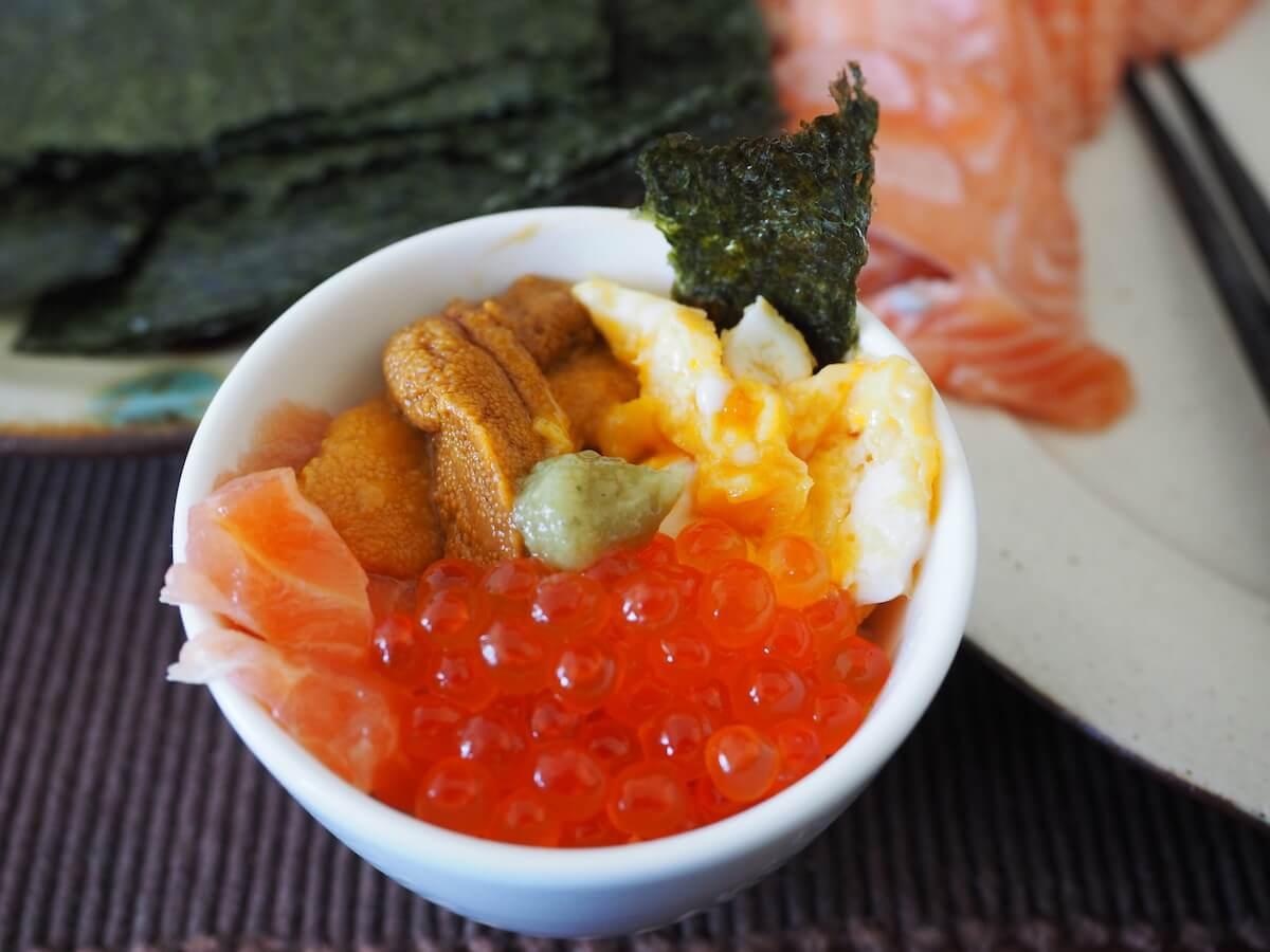 画像:手巻き寿司パーティーのお供に。自宅で簡単に作れる「ミニ海鮮丼」