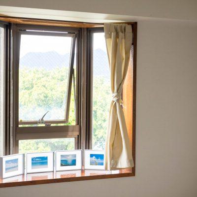 部屋の出窓