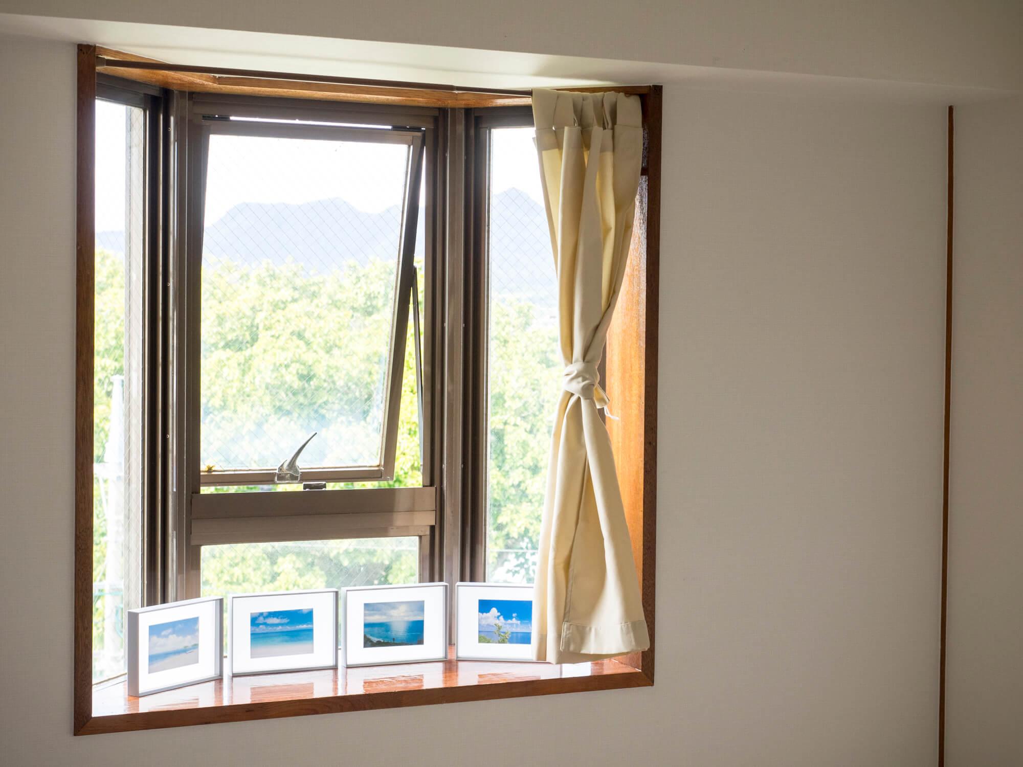 寝室の出窓に明るさを。ニトリの...