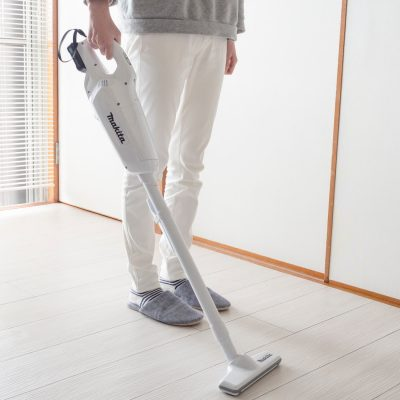 画像:毎日の床掃除がとんでもなくラクに!マキタのコードレス掃除機「CL107FDSHW」を買いました