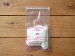 余った母乳フリーザーパックに粉ミルクを入れる